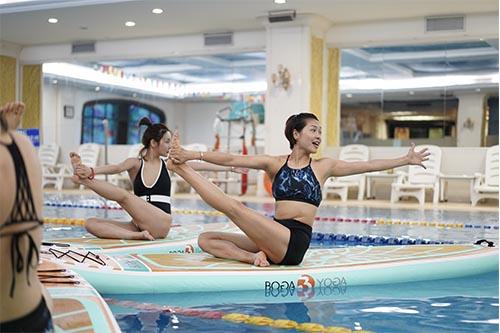 跃浪成人浆板瑜伽,调动您的全身功能进行愉快运动