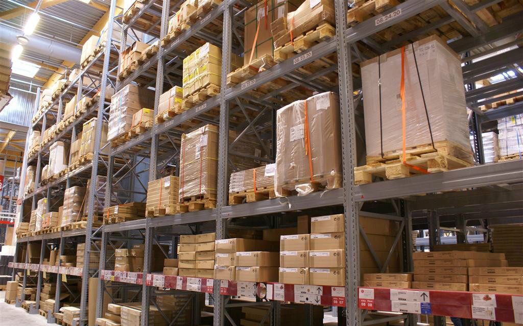 门窗厂如何选择合适货架解决仓储问题?
